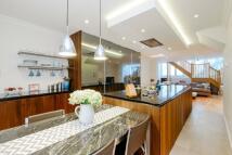 4 bedroom Terraced house in Kingswood Court...