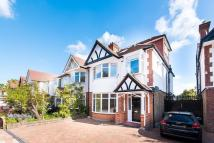 4 bed semi detached house in Mortlake Road, Richmond...