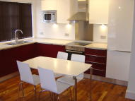 2 bedroom Penthouse in Windmill Hill, Enfield...