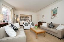3 bedroom Flat to rent in Wynnstay Gardens, London...