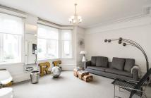 2 bedroom Flat to rent in Allen Street, London, W8