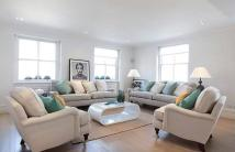 Flat to rent in Bedford Gardens, London...