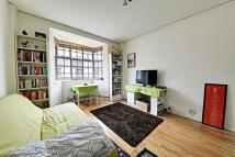 Studio flat in Russell Court...