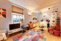 2 bedroom Flat in Dickens House...