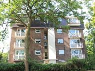Flat to rent in Warwick Court...