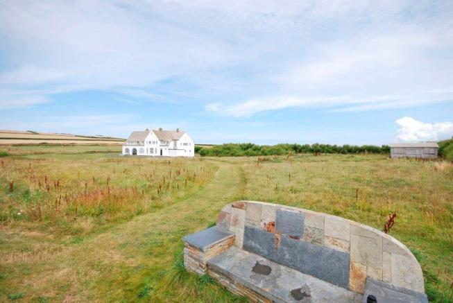 8 Bedroom Detached House For Sale In Boobys Bay Nr