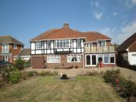4 bed property for sale in South Cliff...