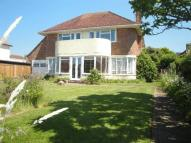 3 bed property in South Cliff Avenue...