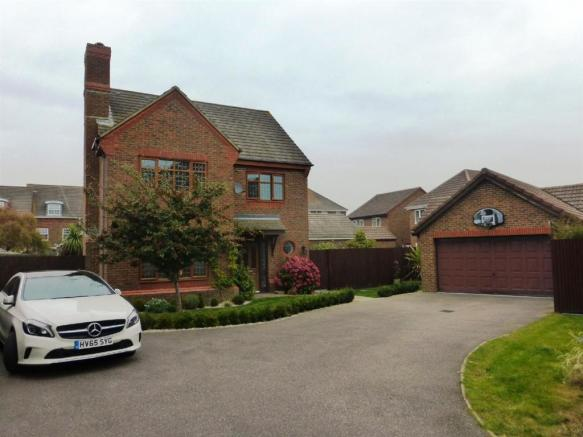 6 Bedroom Detached House For Sale In Hornbeam Avenue