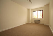 2 bed Flat to rent in Lyonsdown Road...