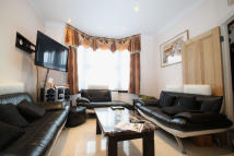 3 bed Terraced house to rent in Glebe Road, London, N3