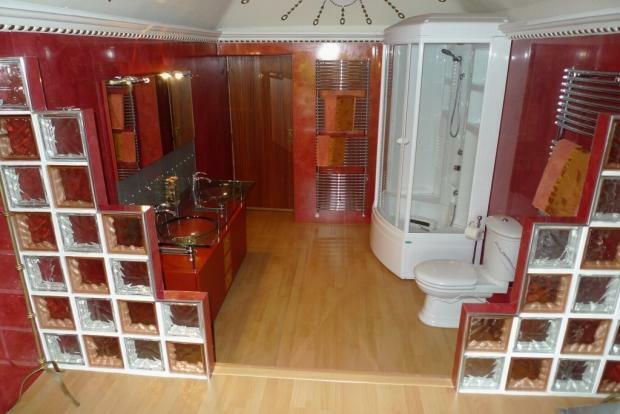 Fantastic En Suite Bathroom Image 2