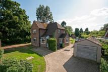 3 bedroom Detached house in Holland Road, Oxted, RH8