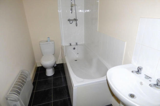 Bathroom (Flat B)