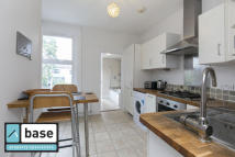 Flat to rent in Hove Avenue, Walthamstow...