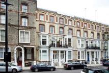 Studio flat to rent in Cheniston Gardens...
