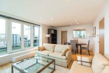 3 bedroom Flat in Beckford Close...