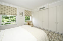5 bedroom Town House in Ansdell Terrace, London...