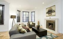 3 bed Apartment to rent in Pitt Street, Kensington...