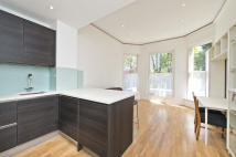 2 bedroom Flat to rent in Fitzjohns Avenue, London...