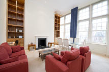 2 bedroom Flat in Frognal Rise, London, NW3
