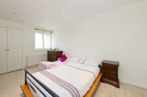 Town House to rent in Parkhill Walk, London...