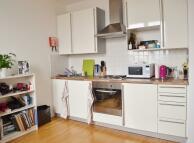 Studio flat to rent in Hampstead High Street...