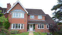 4 bedroom Detached house in Maple Drive
