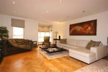 4 bed property in Windsor Way, London, W14