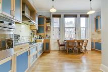 Flat to rent in Fitzgeorge Avenue...