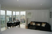 2 bedroom Apartment in Woodberry Grove, London...