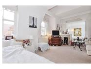 Studio apartment to rent in Draycott Place...
