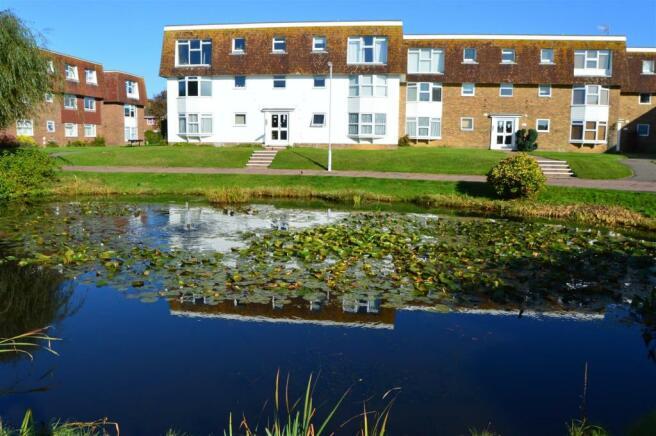 2 bedroom apartment to rent in Westlake Gardens, Worthing, BN13