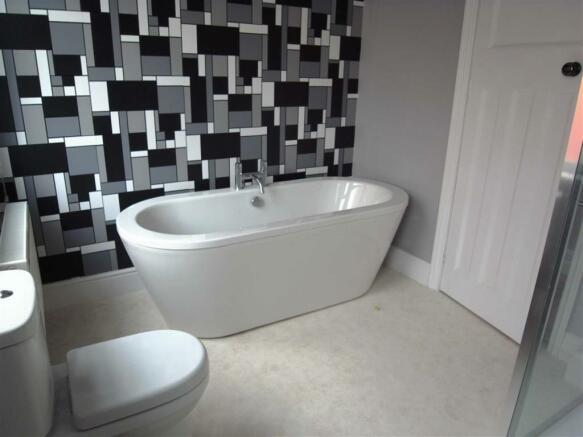 SHOWER BATHROOM/WC