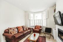 5 bedroom home in Engadine Street...
