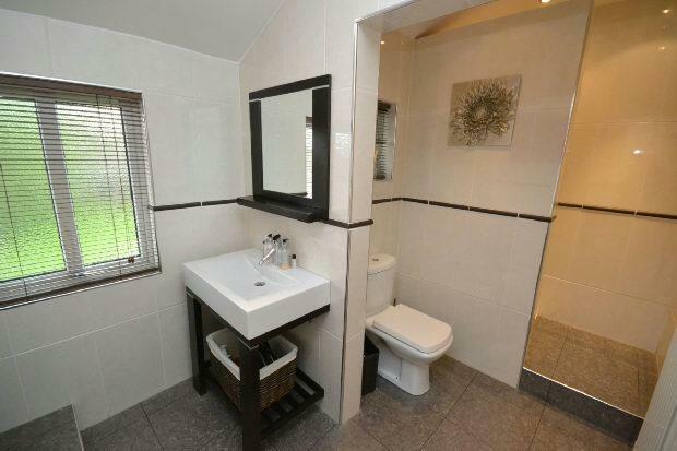 Family Bathroom 2nd
