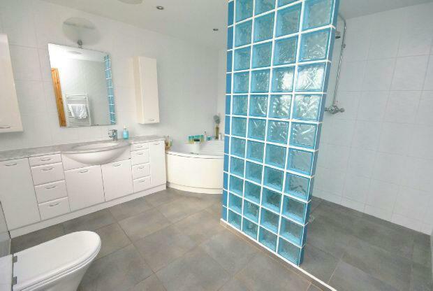 Master En-Suite Bath