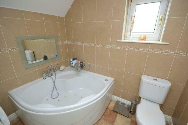 En-Suite Bathroom 2n