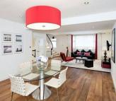 3 bedroom Mews in Marylebone, London, W1W