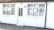 2 bedroom Flat in Lancaster Walk, Hayes...