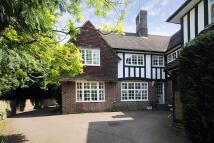 3 bedroom semi detached home in Wildwood Road, London...