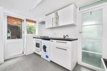 Flat to rent in CALABRIA ROAD, HIGHBURY...