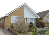 3 bedroom Detached Bungalow in Meadow Close, Grove...