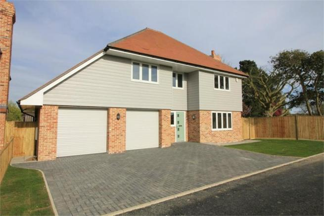 4 Bedroom Detached House For Sale In Thorne Close Bexhill