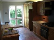 Flat to rent in Blackborough Road...