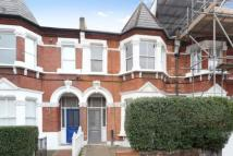 Flat to rent in Lakeside Road...