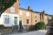 Flat to rent in Brackenbury Road...