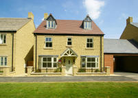5 bedroom Link Detached House in Moreton Park...