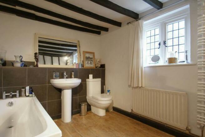 Corner Cottage bathr
