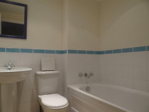 upstairs bathroom.JP